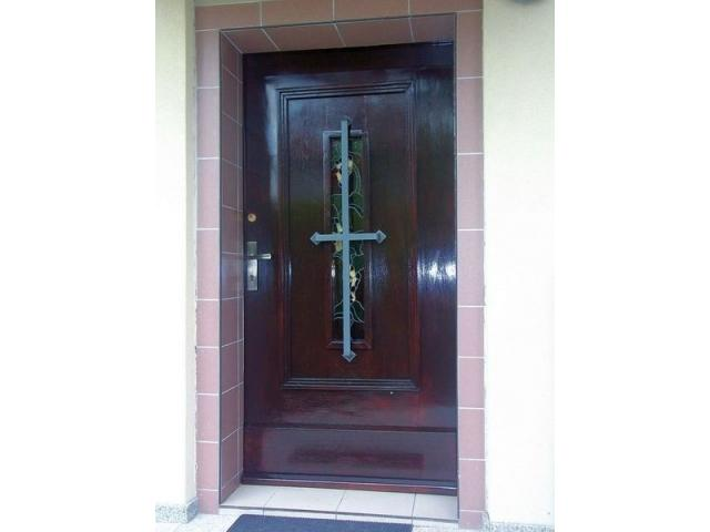 Renowacja drzwi okien i schodów